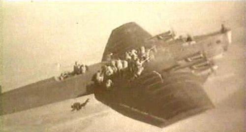 Высадка парашютного десанта с бомбардировщика ТБ-3.